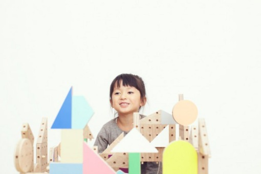 Dowel-blocks-le-kit-de-construction-pour-enfant-par-Ichiro-Design-design-blog-espritdesign-11
